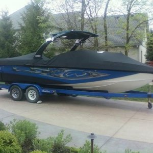 2006 24.7 LSV Malibu wakesetter. full 16 speaker Alpine sound system with 12in type R sub.
